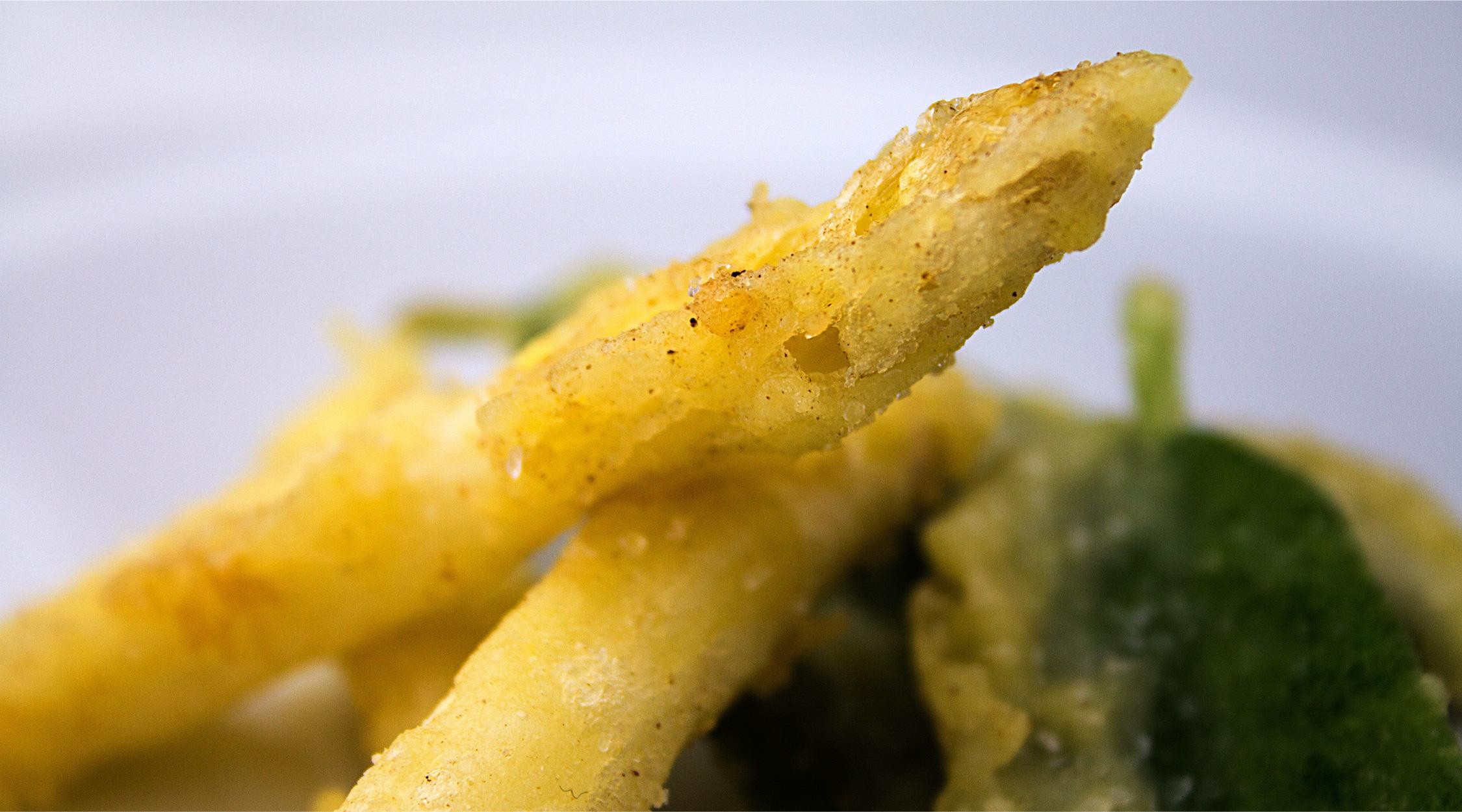 tempura di asparagi bianchi di zambana intera