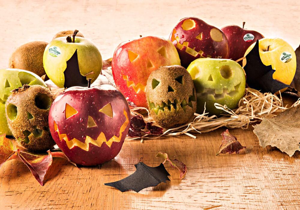 Mele intagliate di Halloween: per un giorno la frutta diventa paurosa!