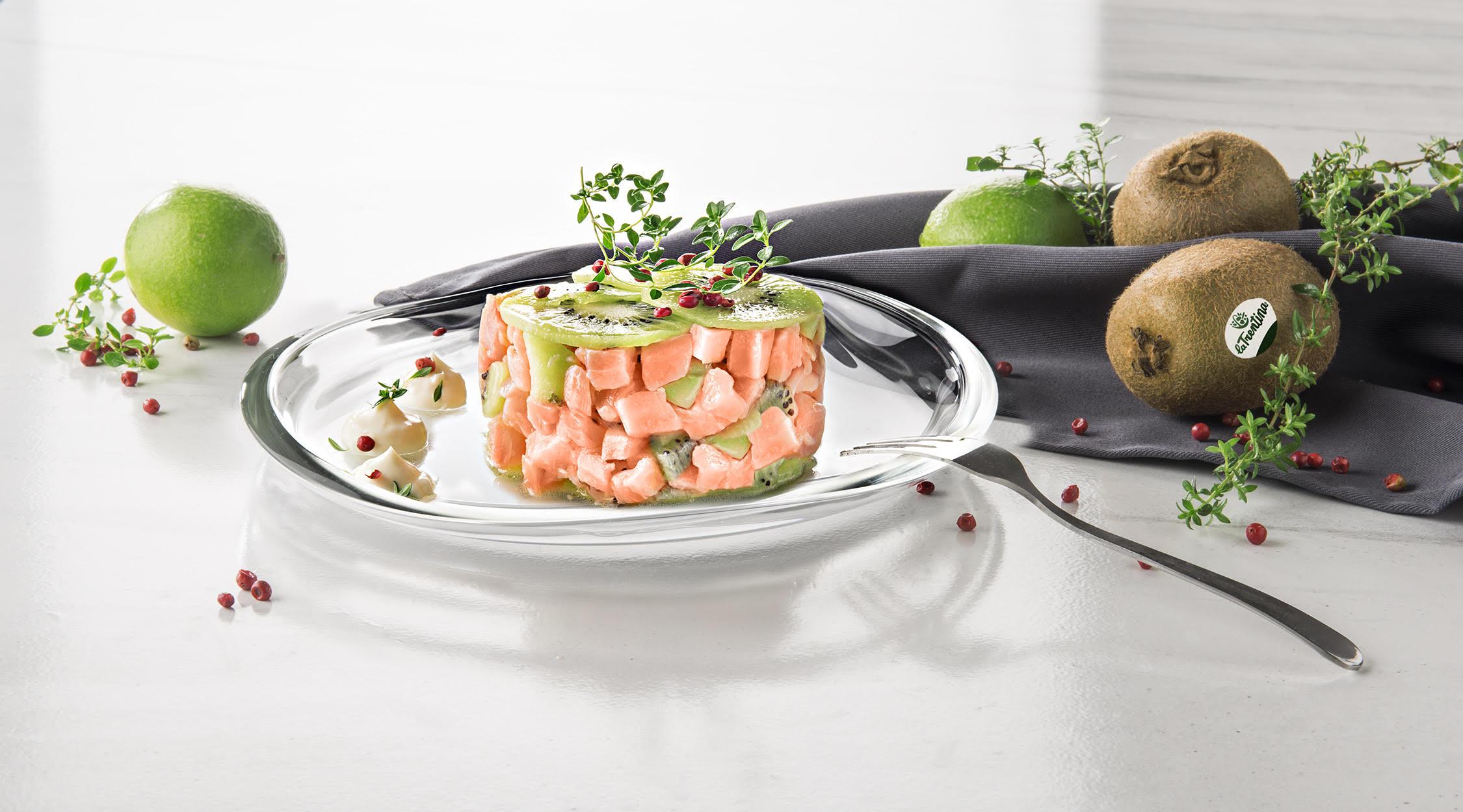 La Trentina | tartare salmone, kiwi, pepe rosa