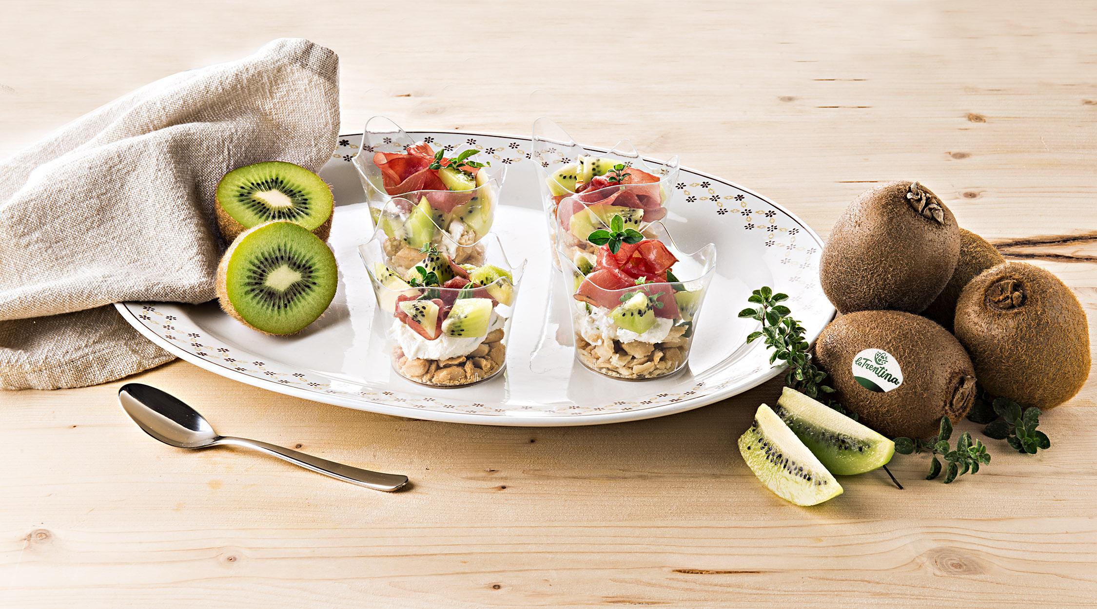 La Trentina - antipasto bicchierini crema formaggio, kiwi, carne salada